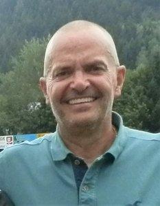 Dr. Tibor Laszlo